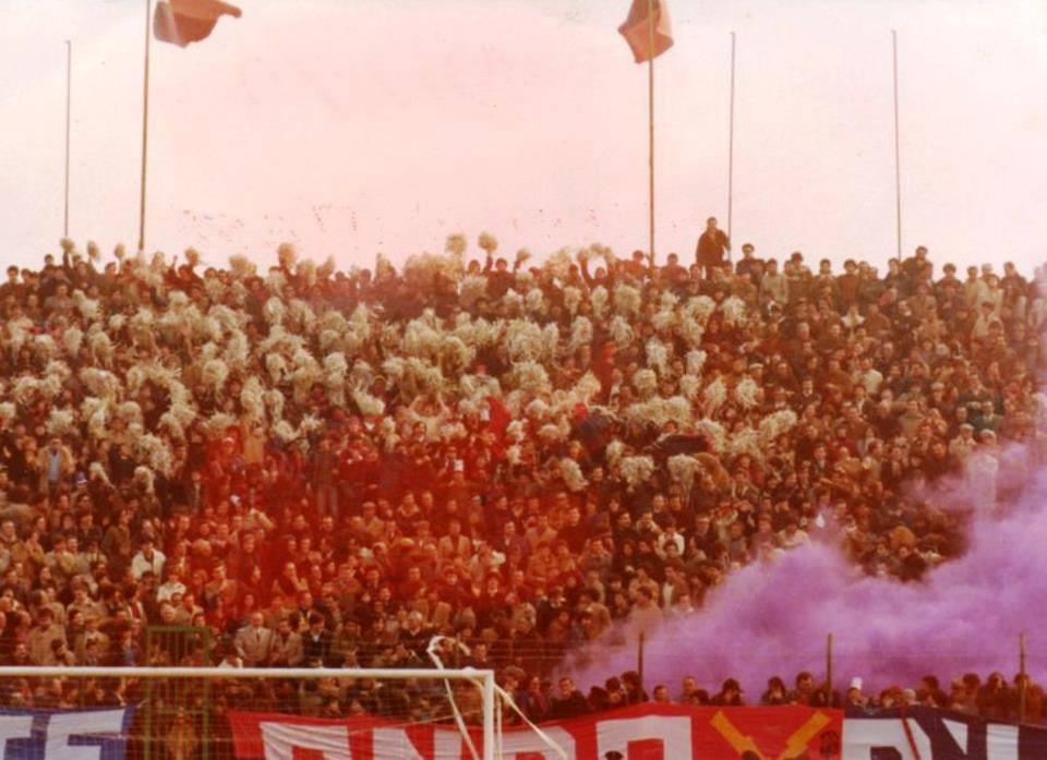Curva sud del Ballarin in un Samb-Bari del 1980.